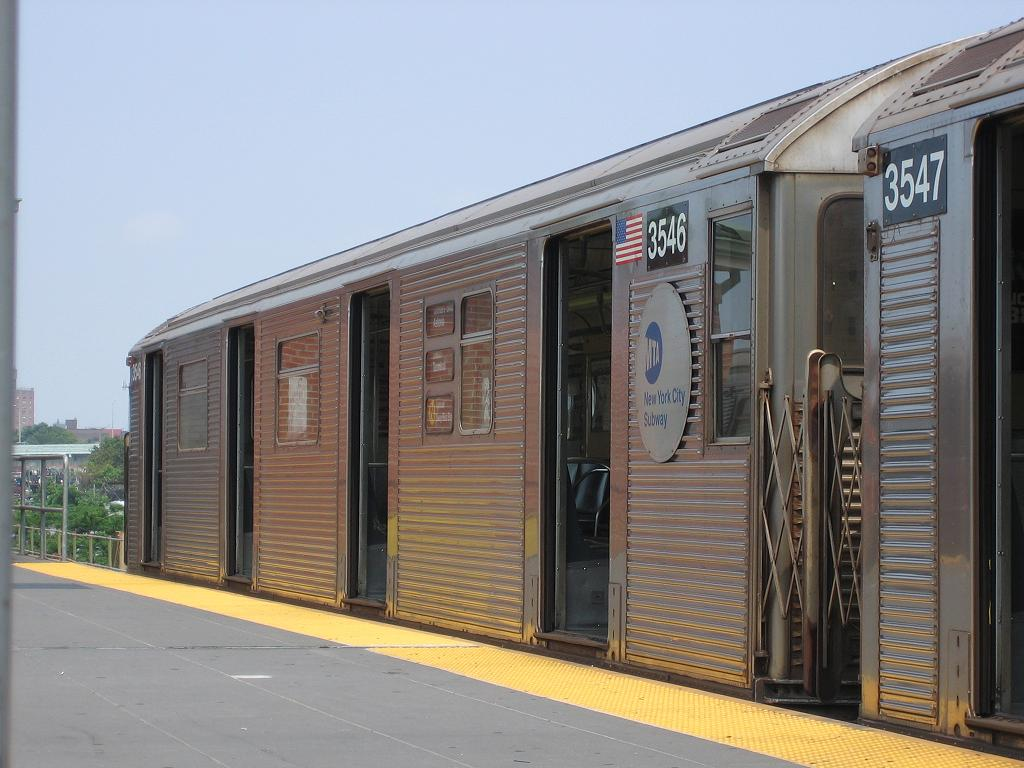 (116k, 1024x768)<br><b>Country:</b> United States<br><b>City:</b> New York<br><b>System:</b> New York City Transit<br><b>Location:</b> Coney Island/Stillwell Avenue<br><b>Route:</b> N<br><b>Car:</b> R-32 (Budd, 1964)  3546 <br><b>Photo by:</b> Michael Hodurski<br><b>Date:</b> 8/6/2006<br><b>Viewed (this week/total):</b> 0 / 2509