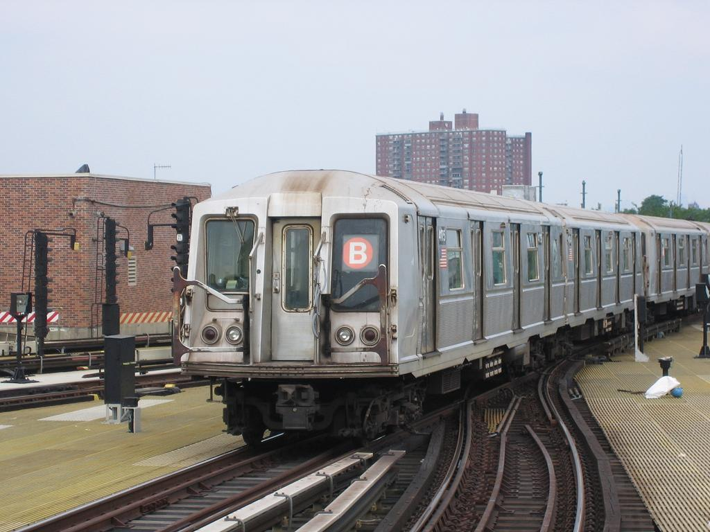 (115k, 1024x768)<br><b>Country:</b> United States<br><b>City:</b> New York<br><b>System:</b> New York City Transit<br><b>Location:</b> Coney Island/Stillwell Avenue<br><b>Route:</b> B<br><b>Car:</b> R-40 (St. Louis, 1968)  4175 <br><b>Photo by:</b> Michael Hodurski<br><b>Date:</b> 8/6/2006<br><b>Viewed (this week/total):</b> 0 / 3341