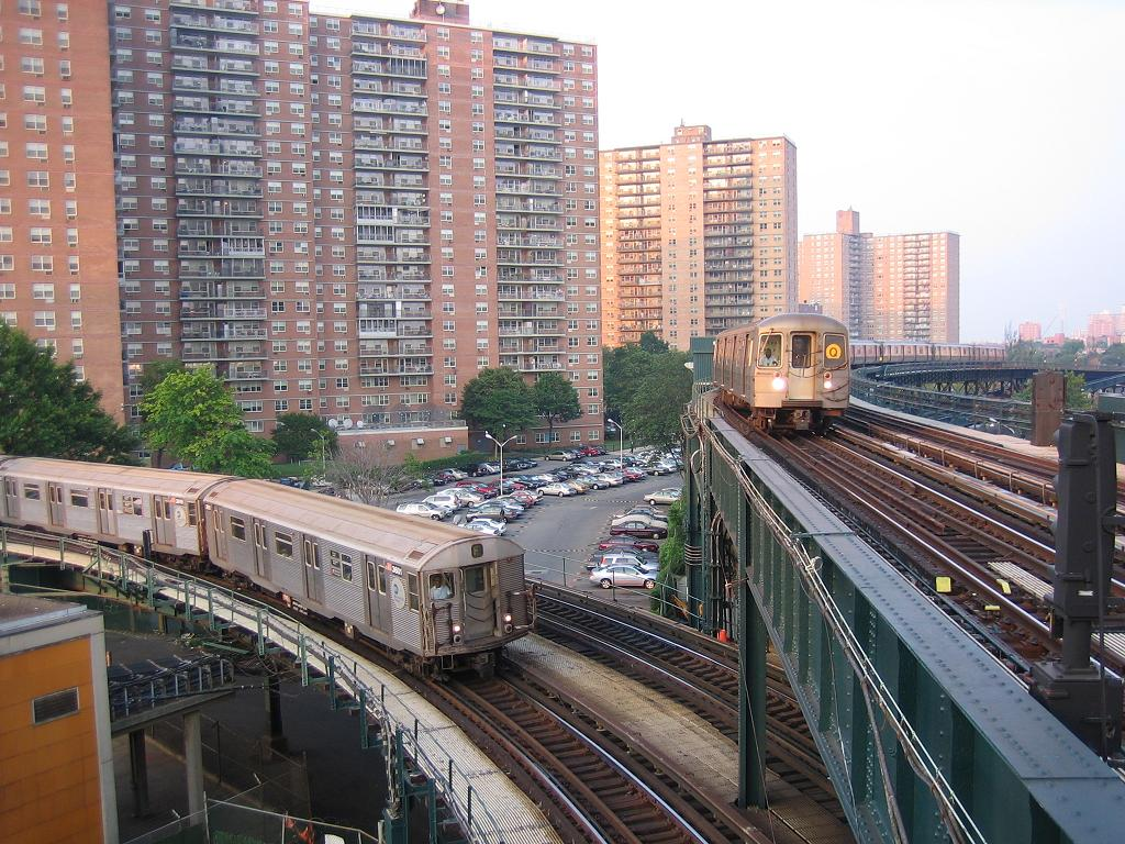 (186k, 1024x768)<br><b>Country:</b> United States<br><b>City:</b> New York<br><b>System:</b> New York City Transit<br><b>Line:</b> BMT Culver Line<br><b>Location:</b> West 8th Street <br><b>Route:</b> F<br><b>Car:</b> R-32 (Budd, 1964)  3601 <br><b>Photo by:</b> Michael Hodurski<br><b>Date:</b> 8/2/2006<br><b>Notes:</b> With R68A on Brighton line on upper level.<br><b>Viewed (this week/total):</b> 3 / 5200
