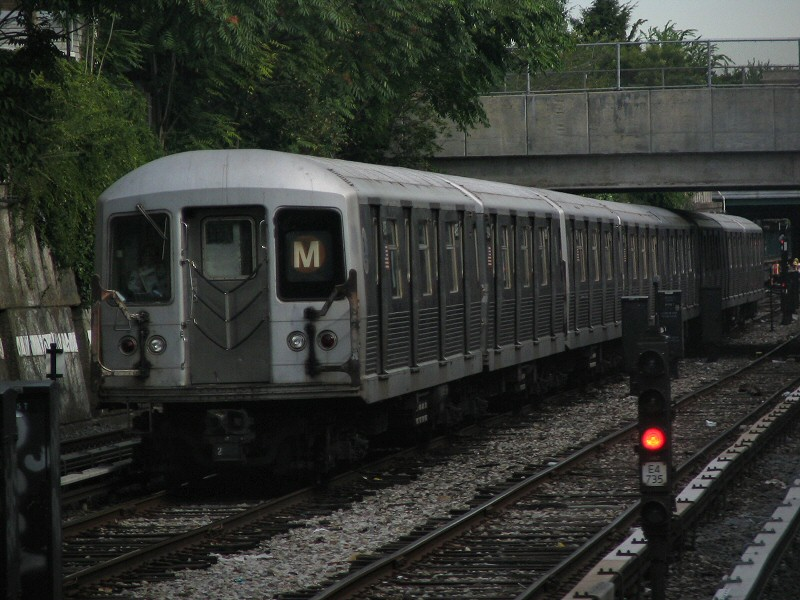 (146k, 800x600)<br><b>Country:</b> United States<br><b>City:</b> New York<br><b>System:</b> New York City Transit<br><b>Line:</b> BMT Sea Beach Line<br><b>Location:</b> Avenue U <br><b>Route:</b> M<br><b>Car:</b> R-42 (St. Louis, 1969-1970)  4895 <br><b>Photo by:</b> Dante D. Angerville<br><b>Date:</b> 8/22/2006<br><b>Notes:</b> Halfway between Avenue U and Kings Hwy<br><b>Viewed (this week/total):</b> 0 / 2729