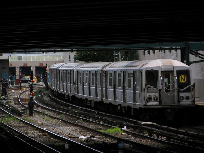 (141k, 800x600)<br><b>Country:</b> United States<br><b>City:</b> New York<br><b>System:</b> New York City Transit<br><b>Line:</b> BMT Sea Beach Line<br><b>Location:</b> 86th Street <br><b>Route:</b> N<br><b>Car:</b> R-40 (St. Louis, 1968)  4341 <br><b>Photo by:</b> Dante D. Angerville<br><b>Date:</b> 8/22/2006<br><b>Viewed (this week/total):</b> 0 / 2772