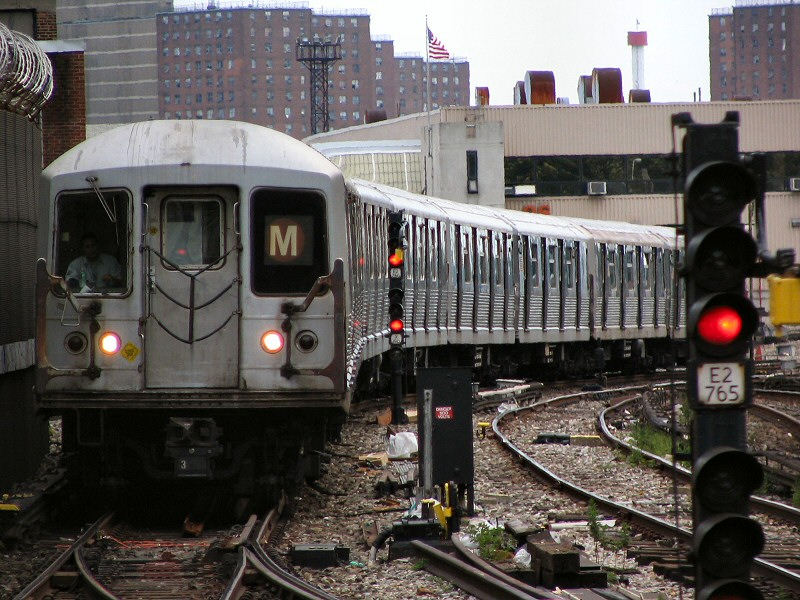 (173k, 800x600)<br><b>Country:</b> United States<br><b>City:</b> New York<br><b>System:</b> New York City Transit<br><b>Line:</b> BMT Sea Beach Line<br><b>Location:</b> 86th Street <br><b>Route:</b> M<br><b>Car:</b> R-42 (St. Louis, 1969-1970)  4830 <br><b>Photo by:</b> Dante D. Angerville<br><b>Date:</b> 8/22/2006<br><b>Viewed (this week/total):</b> 2 / 3168
