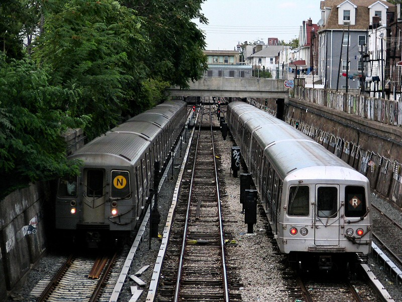 (225k, 800x600)<br><b>Country:</b> United States<br><b>City:</b> New York<br><b>System:</b> New York City Transit<br><b>Line:</b> BMT Sea Beach Line<br><b>Location:</b> Avenue U <br><b>Route:</b> R<br><b>Car:</b> R-46 (Pullman-Standard, 1974-75) 5584 <br><b>Photo by:</b> Dante D. Angerville<br><b>Date:</b> 8/22/2006<br><b>Viewed (this week/total):</b> 2 / 6420