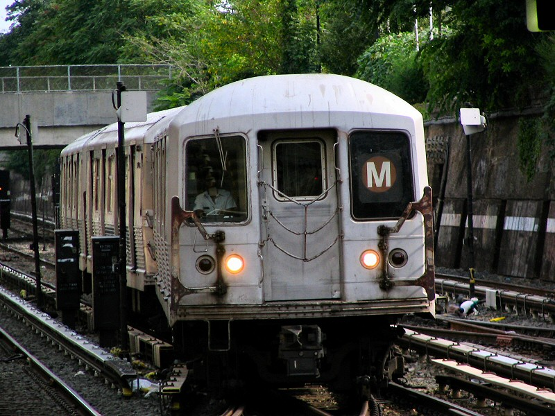 (182k, 800x600)<br><b>Country:</b> United States<br><b>City:</b> New York<br><b>System:</b> New York City Transit<br><b>Line:</b> BMT Sea Beach Line<br><b>Location:</b> Kings Highway <br><b>Route:</b> M<br><b>Car:</b> R-42 (St. Louis, 1969-1970)   <br><b>Photo by:</b> Dante D. Angerville<br><b>Date:</b> 8/22/2006<br><b>Viewed (this week/total):</b> 0 / 2837