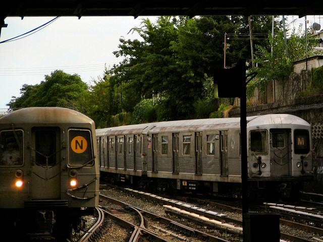 (119k, 640x480)<br><b>Country:</b> United States<br><b>City:</b> New York<br><b>System:</b> New York City Transit<br><b>Line:</b> BMT Sea Beach Line<br><b>Location:</b> Kings Highway <br><b>Route:</b> M<br><b>Car:</b> R-42 (St. Louis, 1969-1970)  4612 <br><b>Photo by:</b> Dante D. Angerville<br><b>Date:</b> 8/22/2006<br><b>Viewed (this week/total):</b> 0 / 3037