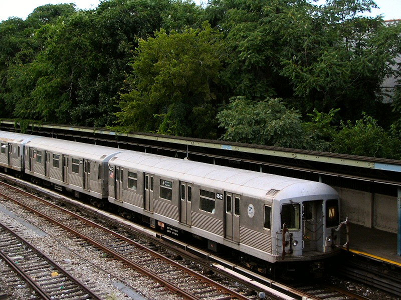 (232k, 800x600)<br><b>Country:</b> United States<br><b>City:</b> New York<br><b>System:</b> New York City Transit<br><b>Line:</b> BMT Sea Beach Line<br><b>Location:</b> 8th Avenue <br><b>Route:</b> M<br><b>Car:</b> R-42 (St. Louis, 1969-1970)  4642 <br><b>Photo by:</b> Dante D. Angerville<br><b>Date:</b> 8/22/2006<br><b>Viewed (this week/total):</b> 0 / 2302