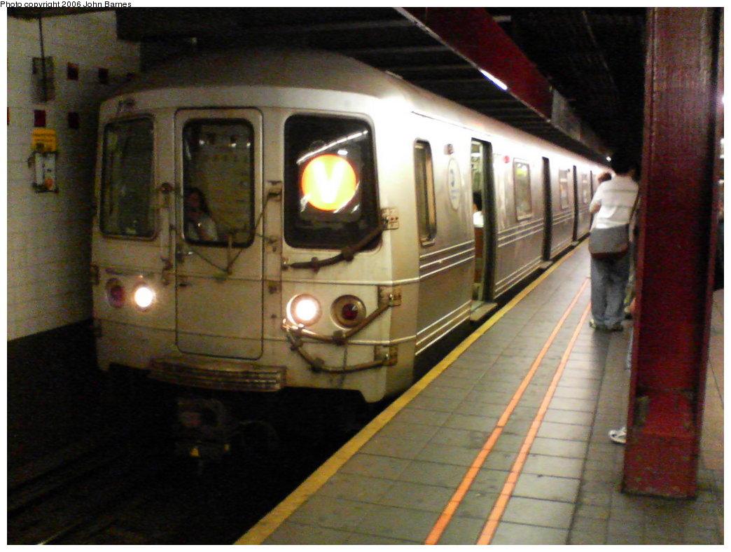 (160k, 1044x788)<br><b>Country:</b> United States<br><b>City:</b> New York<br><b>System:</b> New York City Transit<br><b>Line:</b> IND 6th Avenue Line<br><b>Location:</b> 34th Street/Herald Square <br><b>Route:</b> V<br><b>Car:</b> R-46 (Pullman-Standard, 1974-75) 5482 <br><b>Photo by:</b> John Barnes<br><b>Date:</b> 8/25/2006<br><b>Viewed (this week/total):</b> 0 / 3219