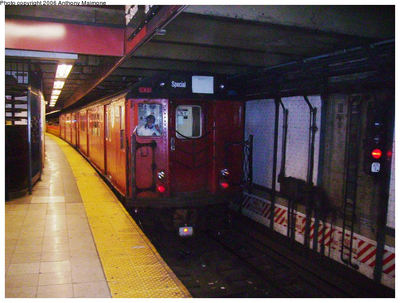 (136k, 820x620)<br><b>Country:</b> United States<br><b>City:</b> New York<br><b>System:</b> New York City Transit<br><b>Line:</b> IRT Lenox Line<br><b>Location:</b> 110th Street/Central Park North <br><b>Route:</b> Work Service<br><b>Car:</b> R-33 World's Fair (St. Louis, 1963-64) 9325 <br><b>Photo by:</b> Anthony Maimone<br><b>Date:</b> 8/26/2006<br><b>Viewed (this week/total):</b> 1 / 3807