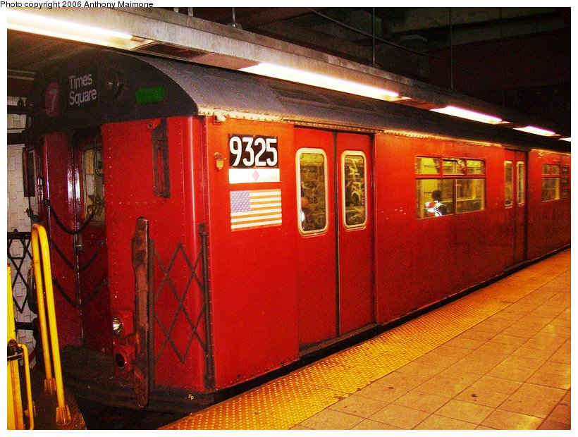 (136k, 820x620)<br><b>Country:</b> United States<br><b>City:</b> New York<br><b>System:</b> New York City Transit<br><b>Line:</b> IRT Lenox Line<br><b>Location:</b> 110th Street/Central Park North <br><b>Route:</b> Work Service<br><b>Car:</b> R-33 World's Fair (St. Louis, 1963-64) 9325 <br><b>Photo by:</b> Anthony Maimone<br><b>Date:</b> 8/26/2006<br><b>Viewed (this week/total):</b> 2 / 3295