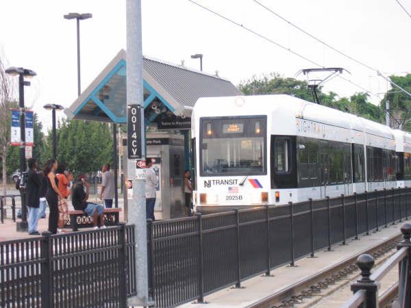 (41k, 600x450)<br><b>Country:</b> United States<br><b>City:</b> Jersey City, NJ<br><b>System:</b> Hudson Bergen Light Rail<br><b>Location:</b> Liberty State Park <br><b>Car:</b> NJT-HBLR LRV (Kinki-Sharyo, 1998-99)  2025 <br><b>Photo by:</b> Professor J<br><b>Date:</b> 8/26/2006<br><b>Viewed (this week/total):</b> 0 / 1504