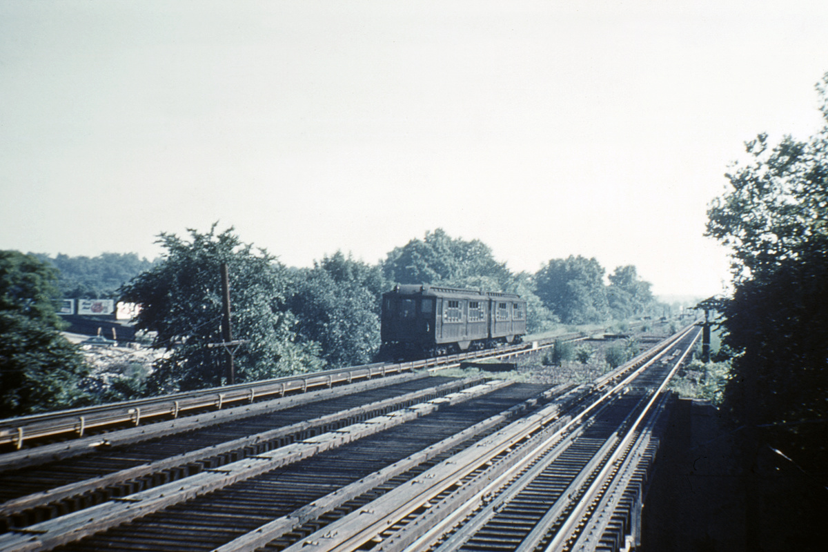 (367k, 1044x690)<br><b>Country:</b> United States<br><b>City:</b> New York<br><b>System:</b> New York City Transit<br><b>Line:</b> IRT Dyre Ave. Line<br><b>Location:</b> Baychester Avenue <br><b>Car:</b> Low-V  <br><b>Collection of:</b> David Pirmann<br><b>Viewed (this week/total):</b> 0 / 2491