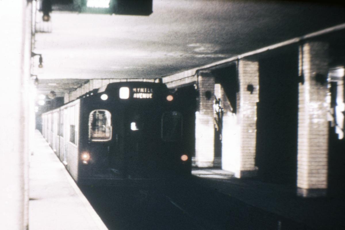 (318k, 1044x820)<br><b>Country:</b> United States<br><b>City:</b> New York<br><b>System:</b> New York City Transit<br><b>Line:</b> BMT Nassau Street/Jamaica Line<br><b>Location:</b> Chambers Street <br><b>Car:</b> BMT Multi  <br><b>Collection of:</b> David Pirmann<br><b>Viewed (this week/total):</b> 7 / 4803