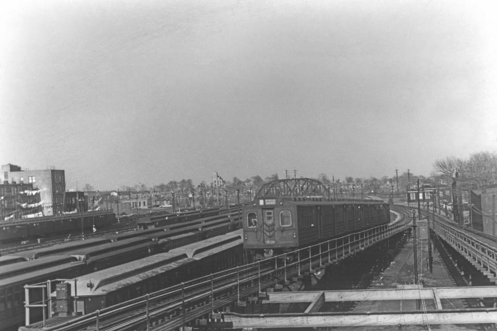 (199k, 1024x683)<br><b>Country:</b> United States<br><b>City:</b> New York<br><b>System:</b> New York City Transit<br><b>Line:</b> BMT Myrtle Avenue Line<br><b>Location:</b> Fresh Pond Road <br><b>Car:</b> BMT Multi  <br><b>Collection of:</b> David Pirmann<br><b>Viewed (this week/total):</b> 3 / 2433
