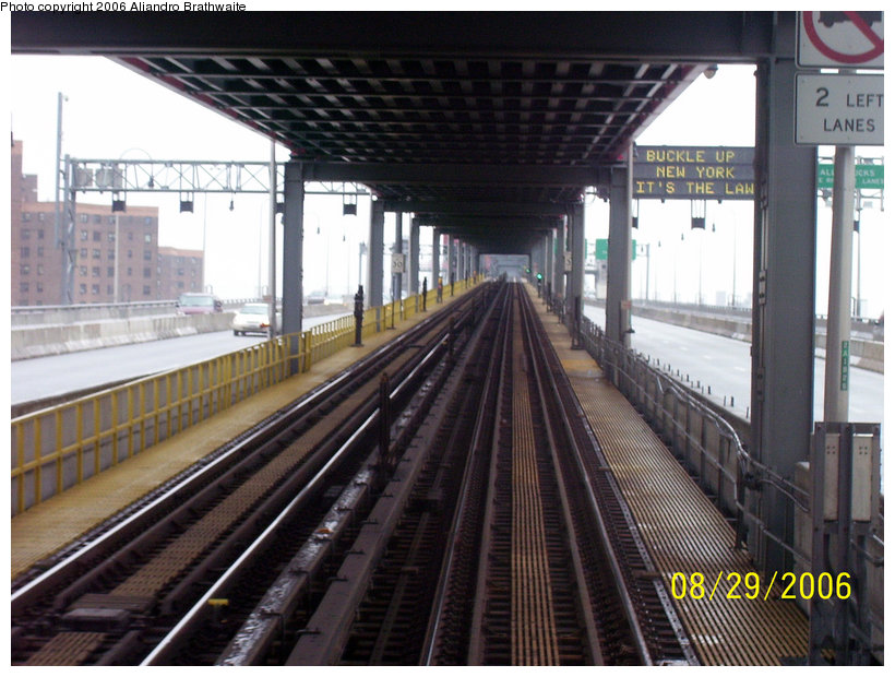(156k, 820x620)<br><b>Country:</b> United States<br><b>City:</b> New York<br><b>System:</b> New York City Transit<br><b>Line:</b> BMT Nassau Street/Jamaica Line<br><b>Location:</b> Williamsburg Bridge<br><b>Photo by:</b> Aliandro Brathwaite<br><b>Date:</b> 8/29/2006<br><b>Viewed (this week/total):</b> 1 / 2885
