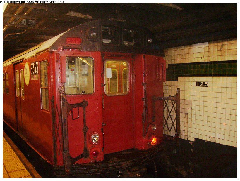 (122k, 820x620)<br><b>Country:</b> United States<br><b>City:</b> New York<br><b>System:</b> New York City Transit<br><b>Line:</b> IND 8th Avenue Line<br><b>Location:</b> 125th Street <br><b>Route:</b> Work Service<br><b>Car:</b> R-33 World's Fair (St. Louis, 1963-64) 9343 <br><b>Photo by:</b> Anthony Maimone<br><b>Date:</b> 8/29/2006<br><b>Viewed (this week/total):</b> 1 / 3533
