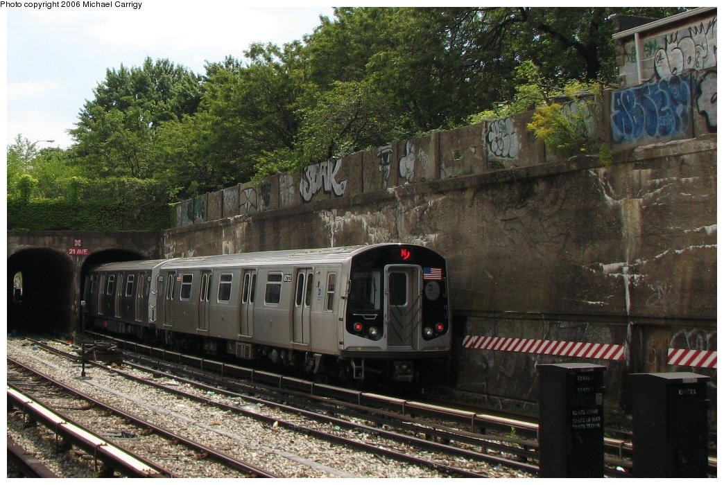 (207k, 1044x700)<br><b>Country:</b> United States<br><b>City:</b> New York<br><b>System:</b> New York City Transit<br><b>Line:</b> BMT Sea Beach Line<br><b>Location:</b> 20th Avenue <br><b>Route:</b> N<br><b>Car:</b> R-160B (Kawasaki, 2005-2008)  8722 <br><b>Photo by:</b> Michael Carrigy<br><b>Date:</b> 8/17/2006<br><b>Viewed (this week/total):</b> 2 / 2749