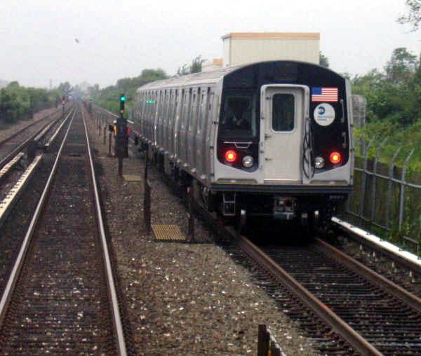 (64k, 600x508)<br><b>Country:</b> United States<br><b>City:</b> New York<br><b>System:</b> New York City Transit<br><b>Line:</b> IND Rockaway<br><b>Location:</b> Near Broad Channel<br><b>Route:</b> Testing<br><b>Car:</b> R-160A/R-160B Series (Number Unknown)  <br><b>Photo by:</b> Professor J<br><b>Date:</b> 9/2/2006<br><b>Viewed (this week/total):</b> 0 / 4002