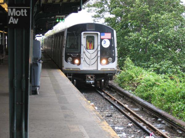 (54k, 600x450)<br><b>Country:</b> United States<br><b>City:</b> New York<br><b>System:</b> New York City Transit<br><b>Line:</b> IND Rockaway<br><b>Location:</b> Mott Avenue/Far Rockaway <br><b>Route:</b> Testing<br><b>Car:</b> R-160A/R-160B Series (Number Unknown)  <br><b>Photo by:</b> Professor J<br><b>Date:</b> 9/2/2006<br><b>Viewed (this week/total):</b> 0 / 4629