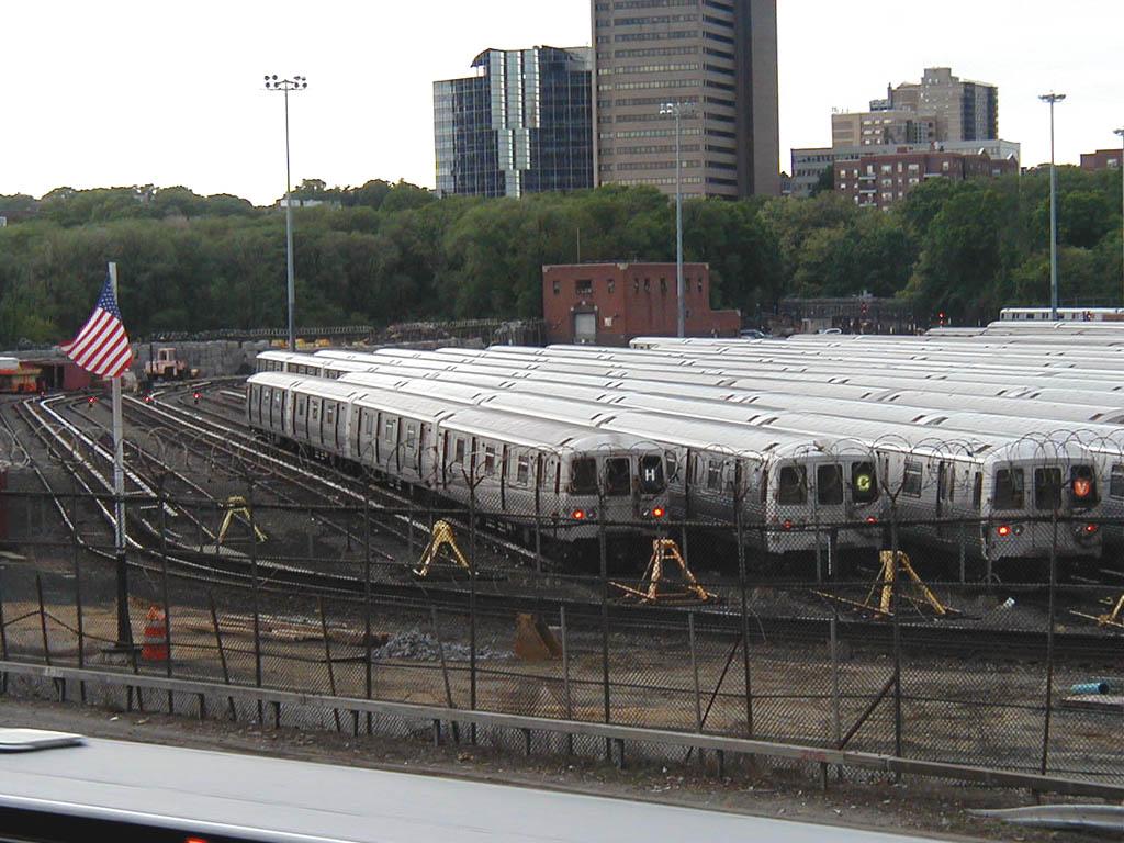 (167k, 1024x768)<br><b>Country:</b> United States<br><b>City:</b> New York<br><b>System:</b> New York City Transit<br><b>Location:</b> Jamaica Yard/Shops<br><b>Car:</b> R-46 (Pullman-Standard, 1974-75)  <br><b>Photo by:</b> Bill E.<br><b>Date:</b> 5/21/2006<br><b>Viewed (this week/total):</b> 1 / 7374