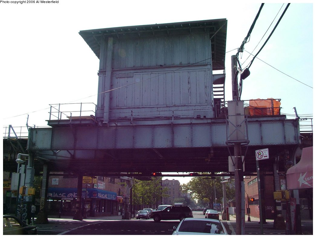 (134k, 1044x788)<br><b>Country:</b> United States<br><b>City:</b> New York<br><b>System:</b> New York City Transit<br><b>Line:</b> IRT Pelham Line<br><b>Location:</b> East 177th Street/Parkchester <br><b>Photo by:</b> Al Westerfield<br><b>Date:</b> 9/18/2006<br><b>Notes:</b> Parkchester Tower just north of 177th/Parkchester station.<br><b>Viewed (this week/total):</b> 0 / 2349
