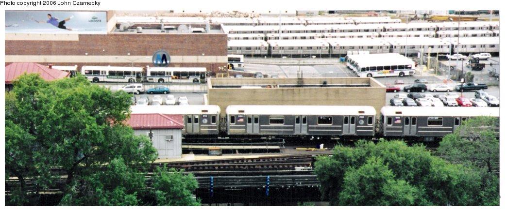 (117k, 1044x436)<br><b>Country:</b> United States<br><b>City:</b> New York<br><b>System:</b> New York City Transit<br><b>Line:</b> IRT Flushing Line<br><b>Location:</b> Willets Point/Mets (fmr. Shea Stadium) <br><b>Route:</b> 7<br><b>Car:</b> R-62A (Bombardier, 1984-1987)  2100 <br><b>Photo by:</b> John Czarnecky<br><b>Date:</b> 9/10/2006<br><b>Viewed (this week/total):</b> 0 / 2814