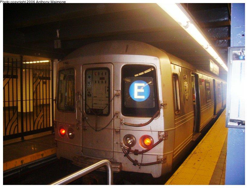 (104k, 820x620)<br><b>Country:</b> United States<br><b>City:</b> New York<br><b>System:</b> New York City Transit<br><b>Line:</b> IND 8th Avenue Line<br><b>Location:</b> Chambers Street/World Trade Center <br><b>Route:</b> E<br><b>Car:</b> R-46 (Pullman-Standard, 1974-75) 5858 <br><b>Photo by:</b> Anthony Maimone<br><b>Date:</b> 9/28/2006<br><b>Viewed (this week/total):</b> 1 / 4843