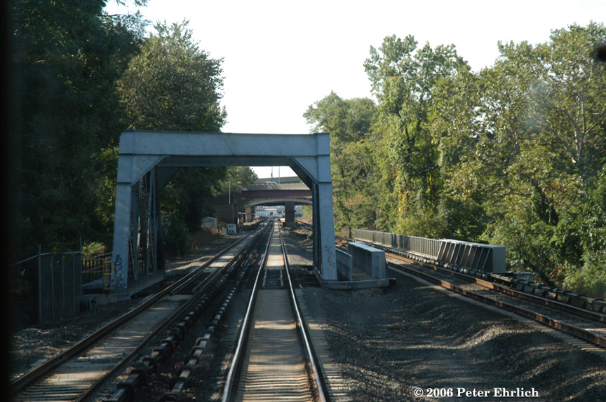 (230k, 864x574)<br><b>Country:</b> United States<br><b>System:</b> Metro-North Railroad (or Amtrak or Predecessor RR)<br><b>Line:</b> Metro North-Harlem Line<br><b>Location:</b> Fleetwood <br><b>Photo by:</b> Peter Ehrlich<br><b>Date:</b> 9/30/2006<br><b>Notes:</b> Bridges north of Fleetwood.  The girder bridge on the right was added during the triple-tracking project.<br><b>Viewed (this week/total):</b> 1 / 2607