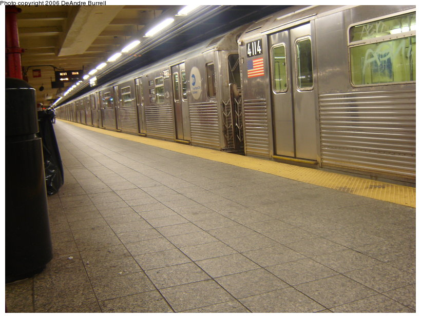 (130k, 820x620)<br><b>Country:</b> United States<br><b>City:</b> New York<br><b>System:</b> New York City Transit<br><b>Line:</b> IND 8th Avenue Line<br><b>Location:</b> 207th Street <br><b>Route:</b> A<br><b>Car:</b> R-38 (St. Louis, 1966-1967)  3983/4114 <br><b>Photo by:</b> DeAndre Burrell<br><b>Date:</b> 10/7/2006<br><b>Viewed (this week/total):</b> 2 / 3288