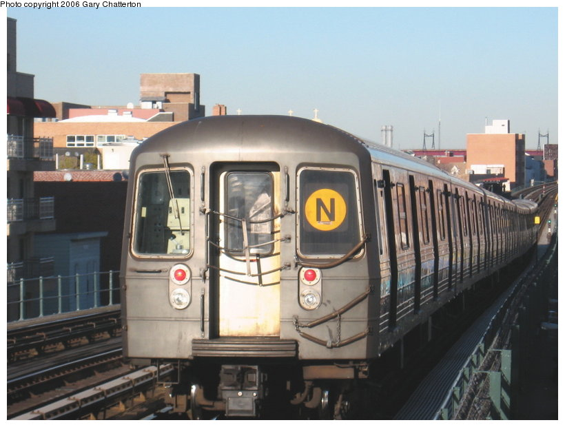 (97k, 820x620)<br><b>Country:</b> United States<br><b>City:</b> New York<br><b>System:</b> New York City Transit<br><b>Line:</b> BMT Astoria Line<br><b>Location:</b> Broadway <br><b>Route:</b> N<br><b>Car:</b> R-68 (Westinghouse-Amrail, 1986-1988)  2908 <br><b>Photo by:</b> Gary Chatterton<br><b>Date:</b> 11/21/2006<br><b>Viewed (this week/total):</b> 1 / 2608
