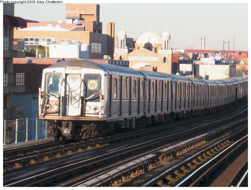 (130k, 820x620)<br><b>Country:</b> United States<br><b>City:</b> New York<br><b>System:</b> New York City Transit<br><b>Line:</b> BMT Astoria Line<br><b>Location:</b> Broadway <br><b>Route:</b> W<br><b>Car:</b> R-40 (St. Louis, 1968)  4298 <br><b>Photo by:</b> Gary Chatterton<br><b>Date:</b> 11/21/2006<br><b>Viewed (this week/total):</b> 0 / 2435