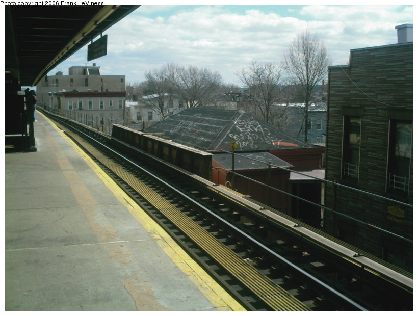 (114k, 820x620)<br><b>Country:</b> United States<br><b>City:</b> New York<br><b>System:</b> New York City Transit<br><b>Line:</b> BMT Nassau Street/Jamaica Line<br><b>Location:</b> Van Siclen Avenue <br><b>Photo by:</b> Frank LeViness<br><b>Date:</b> 3/22/2006<br><b>Notes:</b> Station house.<br><b>Viewed (this week/total):</b> 0 / 2777
