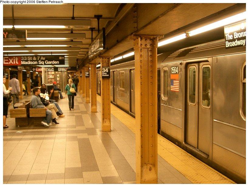 (147k, 820x615)<br><b>Country:</b> United States<br><b>City:</b> New York<br><b>System:</b> New York City Transit<br><b>Line:</b> IRT West Side Line<br><b>Location:</b> 34th Street/Penn Station <br><b>Route:</b> 3<br><b>Car:</b> R-62 (Kawasaki, 1983-1985)  1564 <br><b>Photo by:</b> Steffen Petrasch<br><b>Date:</b> 9/22/2006<br><b>Viewed (this week/total):</b> 1 / 3842