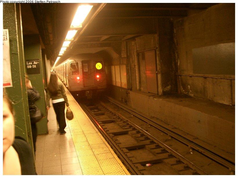 (120k, 820x615)<br><b>Country:</b> United States<br><b>City:</b> New York<br><b>System:</b> New York City Transit<br><b>Line:</b> BMT Broadway Line<br><b>Location:</b> Lexington Avenue (59th Street) <br><b>Photo by:</b> Steffen Petrasch<br><b>Date:</b> 9/28/2006<br><b>Viewed (this week/total):</b> 0 / 4184