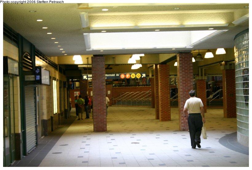 (93k, 820x554)<br><b>Country:</b> United States<br><b>City:</b> New York<br><b>System:</b> New York City Transit<br><b>Location:</b> Coney Island/Stillwell Avenue<br><b>Photo by:</b> Steffen Petrasch<br><b>Date:</b> 9/24/2006<br><b>Notes:</b> Station interior.<br><b>Viewed (this week/total):</b> 1 / 2045