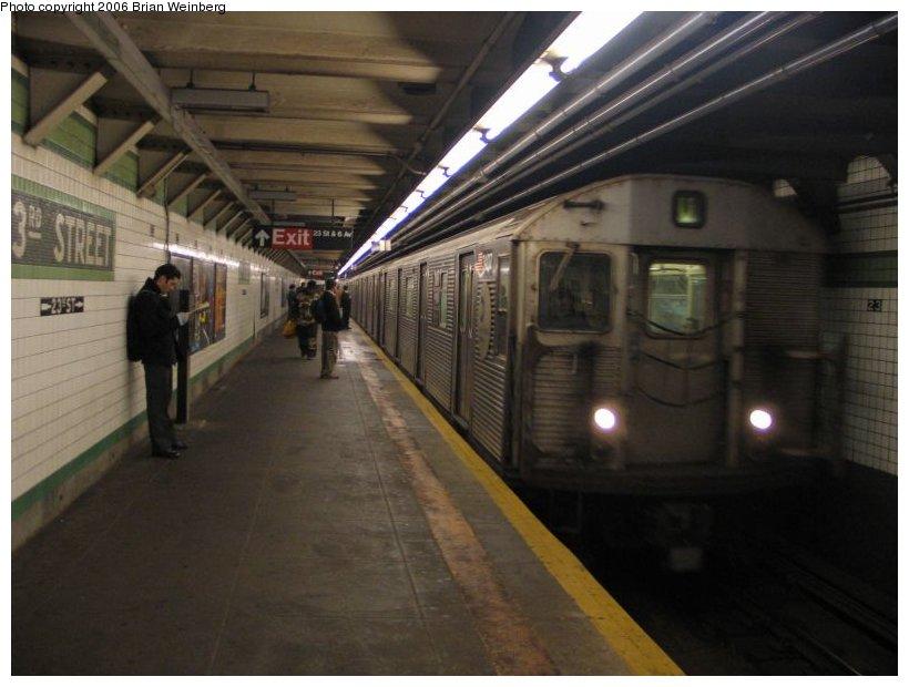 (89k, 820x620)<br><b>Country:</b> United States<br><b>City:</b> New York<br><b>System:</b> New York City Transit<br><b>Line:</b> IND 6th Avenue Line<br><b>Location:</b> 23rd Street <br><b>Route:</b> V<br><b>Car:</b> R-32 (Budd, 1964)  3407 <br><b>Photo by:</b> Brian Weinberg<br><b>Date:</b> 1/26/2005<br><b>Viewed (this week/total):</b> 5 / 4846