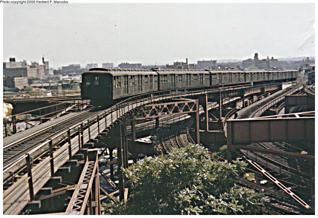 (249k, 1044x717)<br><b>Country:</b> United States<br><b>City:</b> New York<br><b>System:</b> New York City Transit<br><b>Line:</b> BMT Canarsie Line<br><b>Location:</b> Broadway Junction <br><b>Car:</b> BMT A/B-Type Standard  <br><b>Photo by:</b> Herbert P. Maruska<br><b>Date:</b> 1964<br><b>Viewed (this week/total):</b> 7 / 3359