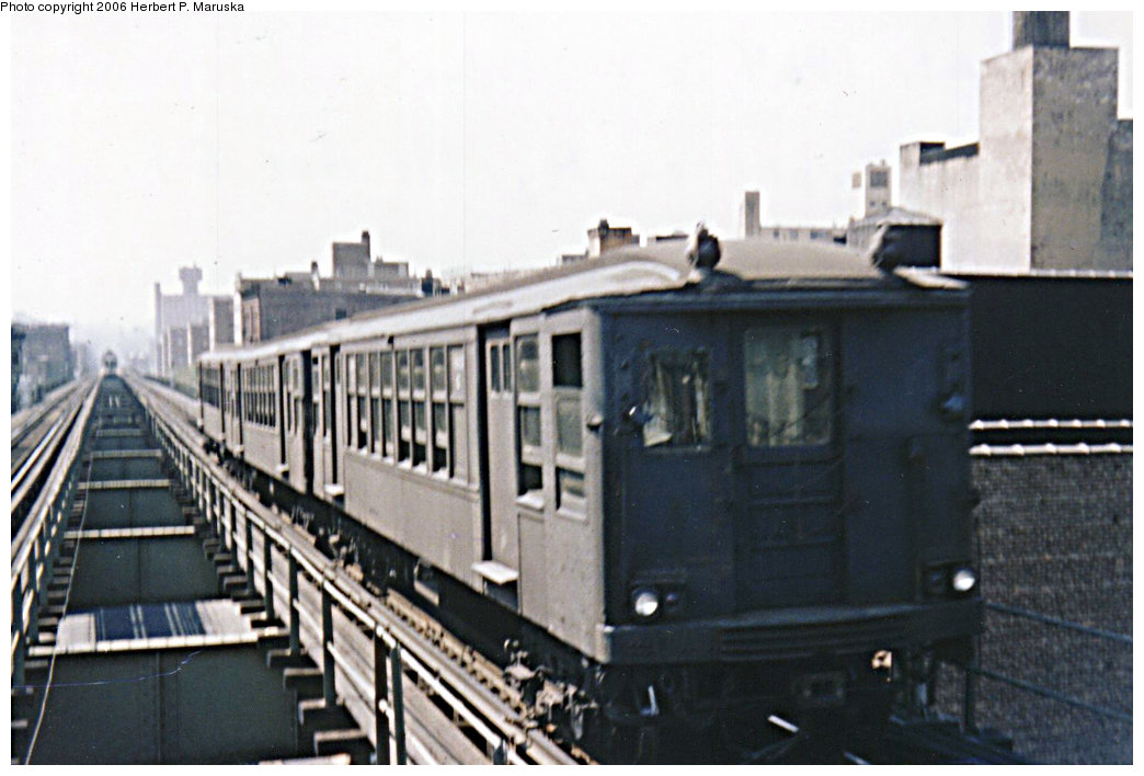 (164k, 1044x708)<br><b>Country:</b> United States<br><b>City:</b> New York<br><b>System:</b> New York City Transit<br><b>Line:</b> BMT Myrtle Avenue Line<br><b>Location:</b> Broadway/Myrtle Avenue (Upper Level) <br><b>Car:</b> BMT Q  <br><b>Photo by:</b> Herbert P. Maruska<br><b>Date:</b> 1964<br><b>Viewed (this week/total):</b> 5 / 6092