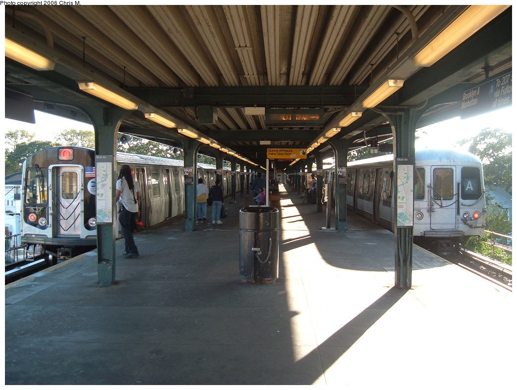 (182k, 1044x788)<br><b>Country:</b> United States<br><b>City:</b> New York<br><b>System:</b> New York City Transit<br><b>Line:</b> IND Rockaway Line<br><b>Location:</b> Mott Avenue/Far Rockaway<br><b>Route:</b> A<br><b>Car:</b> R-160B (Kawasaki, 2005-2008) 8713 <br><b>Photo by:</b> Chris M.<br><b>Date:</b> 9/16/2006<br><b>Viewed (this week/total):</b> 0 / 5690