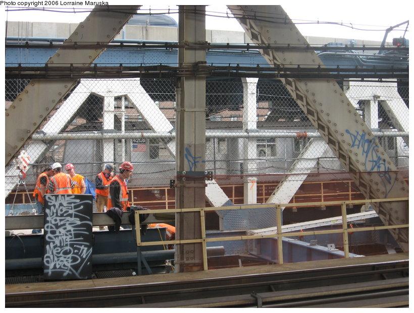 (145k, 820x620)<br><b>Country:</b> United States<br><b>City:</b> New York<br><b>System:</b> New York City Transit<br><b>Location:</b> Manhattan Bridge<br><b>Photo by:</b> Lorraine Maruska<br><b>Date:</b> 10/18/2006<br><b>Viewed (this week/total):</b> 13 / 3877