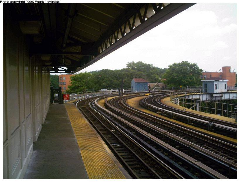 (134k, 820x620)<br><b>Country:</b> United States<br><b>City:</b> New York<br><b>System:</b> New York City Transit<br><b>Line:</b> IRT White Plains Road Line<br><b>Location:</b> West Farms Sq./East Tremont Ave./177th St. <br><b>Photo by:</b> Frank LeViness<br><b>Date:</b> 6/30/2006<br><b>Notes:</b> View north toward Bronx Park stub.<br><b>Viewed (this week/total):</b> 0 / 2412
