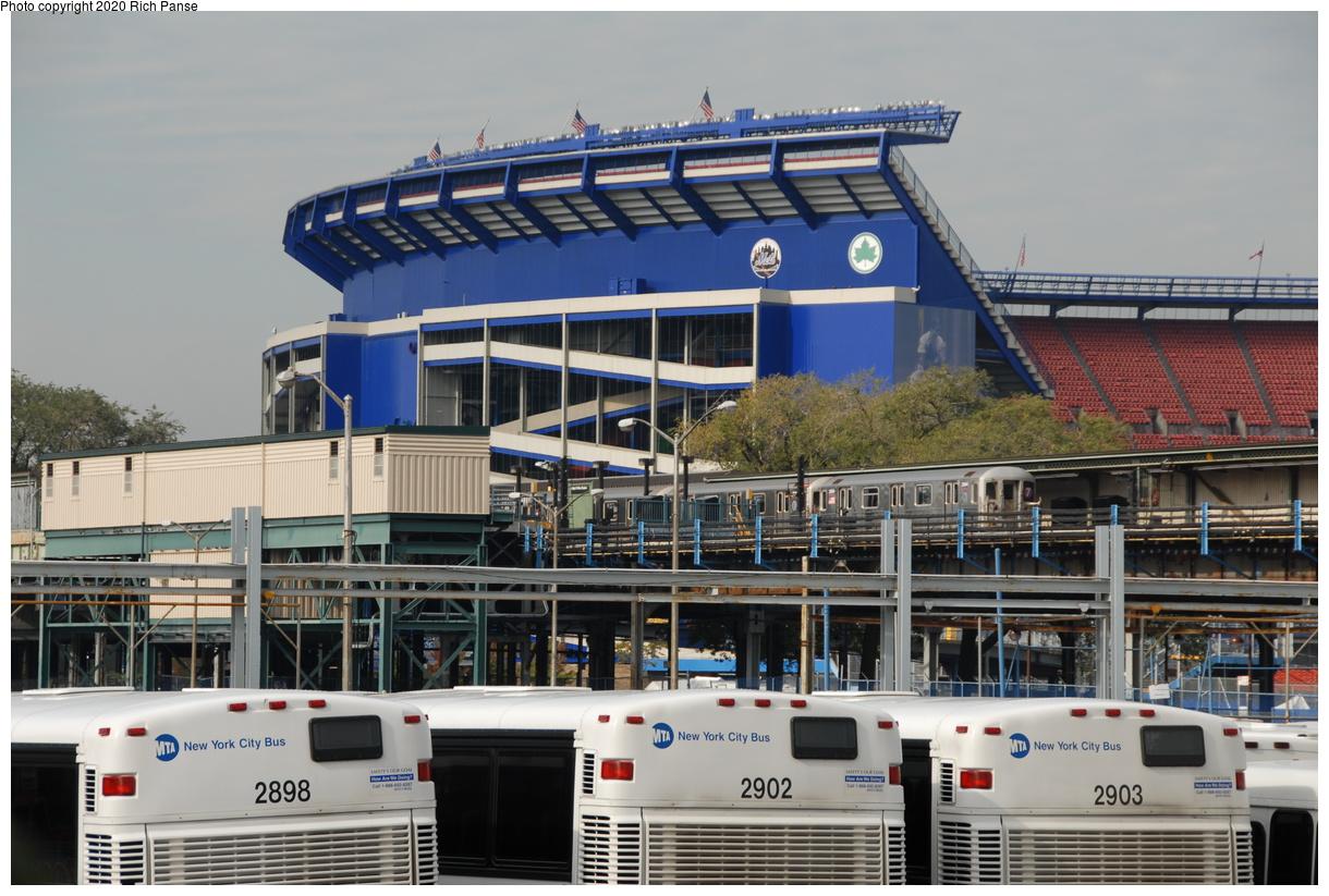 (218k, 1044x705)<br><b>Country:</b> United States<br><b>City:</b> New York<br><b>System:</b> New York City Transit<br><b>Line:</b> IRT Flushing Line<br><b>Location:</b> Willets Point/Mets (fmr. Shea Stadium) <br><b>Route:</b> 7<br><b>Car:</b> R-62A (Bombardier, 1984-1987)  2084 <br><b>Photo by:</b> Richard Panse<br><b>Date:</b> 10/22/2006<br><b>Viewed (this week/total):</b> 3 / 3580