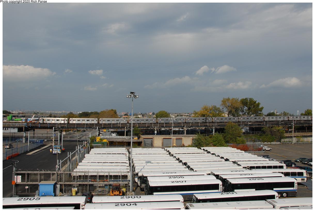 (187k, 1044x705)<br><b>Country:</b> United States<br><b>City:</b> New York<br><b>System:</b> New York City Transit<br><b>Line:</b> IRT Flushing Line<br><b>Location:</b> Willets Point/Mets (fmr. Shea Stadium) <br><b>Route:</b> 7<br><b>Car:</b> R-62A (Bombardier, 1984-1987)   <br><b>Photo by:</b> Richard Panse<br><b>Date:</b> 10/22/2006<br><b>Viewed (this week/total):</b> 0 / 3028
