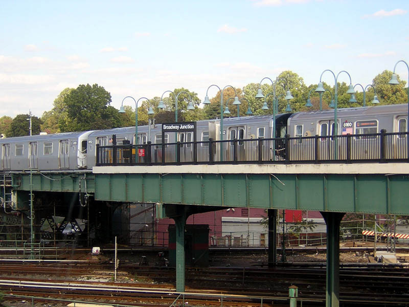 (112k, 800x600)<br><b>Country:</b> United States<br><b>City:</b> New York<br><b>System:</b> New York City Transit<br><b>Line:</b> BMT Canarsie Line<br><b>Location:</b> Broadway Junction <br><b>Route:</b> L<br><b>Car:</b> R-143 (Kawasaki, 2001-2002) 8152 <br><b>Photo by:</b> Robert Mencher<br><b>Date:</b> 10/15/2006<br><b>Viewed (this week/total):</b> 2 / 3223