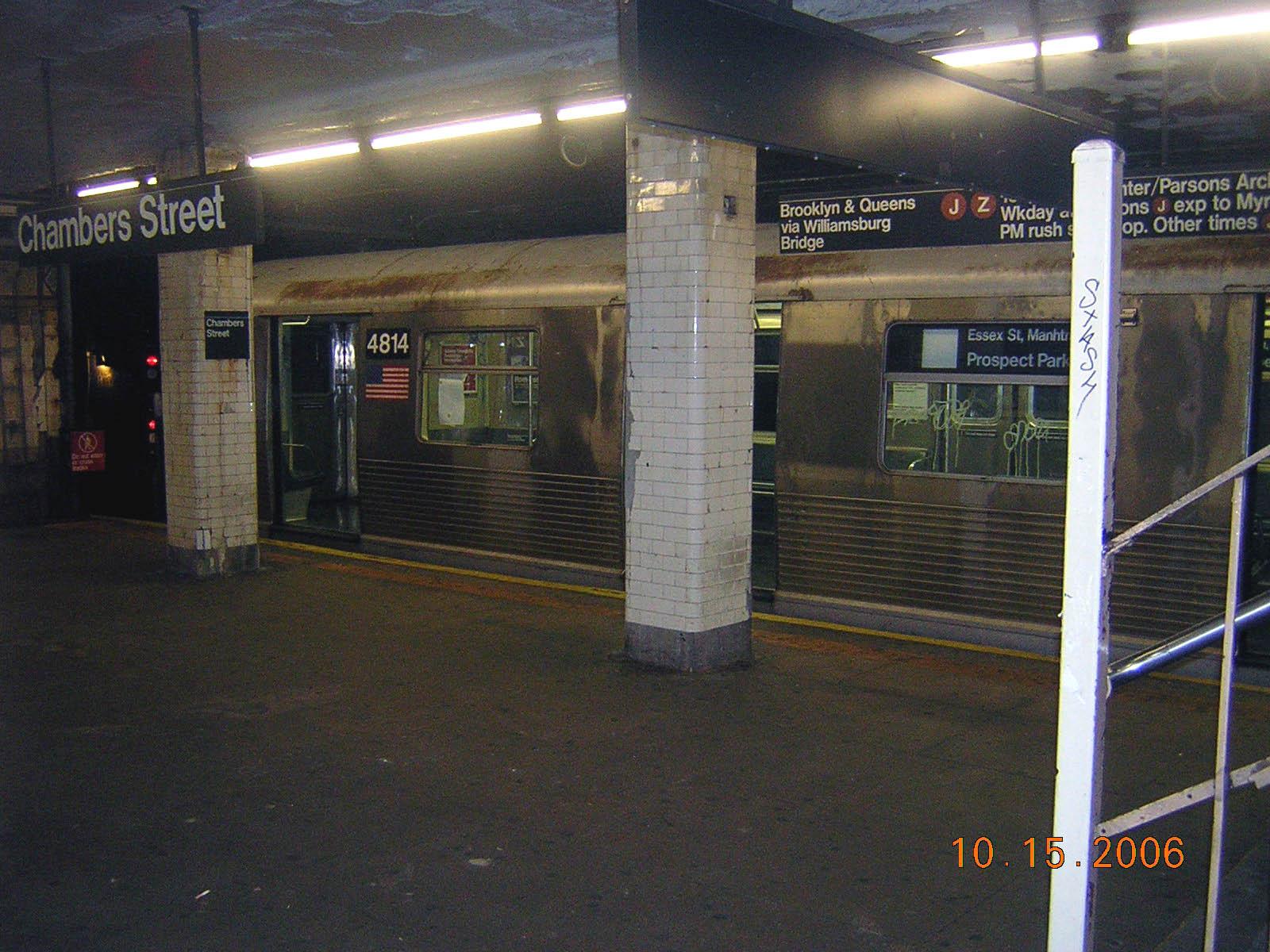 (290k, 1600x1200)<br><b>Country:</b> United States<br><b>City:</b> New York<br><b>System:</b> New York City Transit<br><b>Line:</b> BMT Nassau Street/Jamaica Line<br><b>Location:</b> Chambers Street <br><b>Route:</b> J<br><b>Car:</b> R-42 (St. Louis, 1969-1970)  4814 <br><b>Photo by:</b> Robert Mencher<br><b>Date:</b> 10/15/2006<br><b>Viewed (this week/total):</b> 1 / 4822