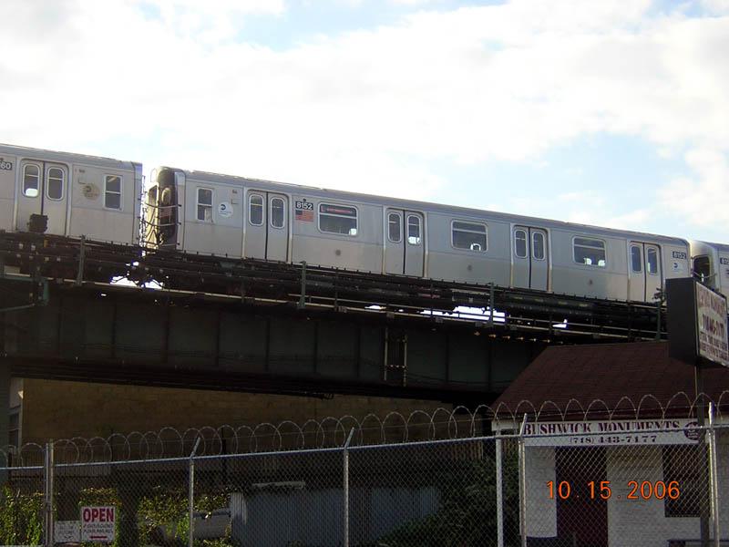 (84k, 800x600)<br><b>Country:</b> United States<br><b>City:</b> New York<br><b>System:</b> New York City Transit<br><b>Line:</b> BMT Canarsie Line<br><b>Location:</b> Broadway Junction <br><b>Route:</b> J<br><b>Car:</b> R-143 (Kawasaki, 2001-2002) 8152 <br><b>Photo by:</b> Robert Mencher<br><b>Date:</b> 10/15/2006<br><b>Viewed (this week/total):</b> 0 / 2572