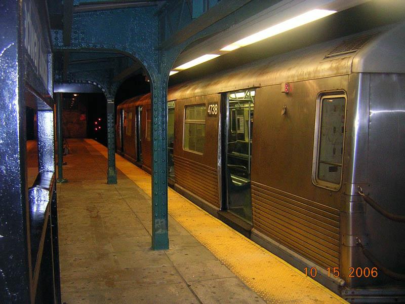 (115k, 800x600)<br><b>Country:</b> United States<br><b>City:</b> New York<br><b>System:</b> New York City Transit<br><b>Line:</b> BMT Nassau Street/Jamaica Line<br><b>Location:</b> Broadway/East New York (Broadway Junction) <br><b>Route:</b> J<br><b>Car:</b> R-42 (St. Louis, 1969-1970)  4738 <br><b>Photo by:</b> Robert Mencher<br><b>Date:</b> 10/15/2006<br><b>Viewed (this week/total):</b> 0 / 1848