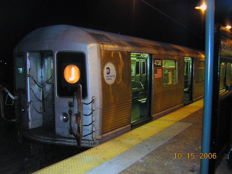 (104k, 800x600)<br><b>Country:</b> United States<br><b>City:</b> New York<br><b>System:</b> New York City Transit<br><b>Line:</b> BMT Nassau Street/Jamaica Line<br><b>Location:</b> Broadway/East New York (Broadway Junction) <br><b>Route:</b> J<br><b>Car:</b> R-42 (St. Louis, 1969-1970)  4738 <br><b>Photo by:</b> Robert Mencher<br><b>Date:</b> 10/15/2006<br><b>Viewed (this week/total):</b> 0 / 1878