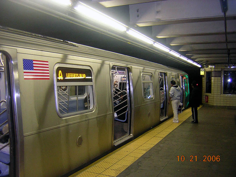 (105k, 800x600)<br><b>Country:</b> United States<br><b>City:</b> New York<br><b>System:</b> New York City Transit<br><b>Line:</b> IND Fulton Street Line<br><b>Location:</b> Euclid Avenue <br><b>Route:</b> A<br><b>Car:</b> R-160A-2 (Alstom, 2005-2008, 5 car sets)  8662 <br><b>Photo by:</b> Robert Mencher<br><b>Date:</b> 10/21/2006<br><b>Viewed (this week/total):</b> 8 / 6750