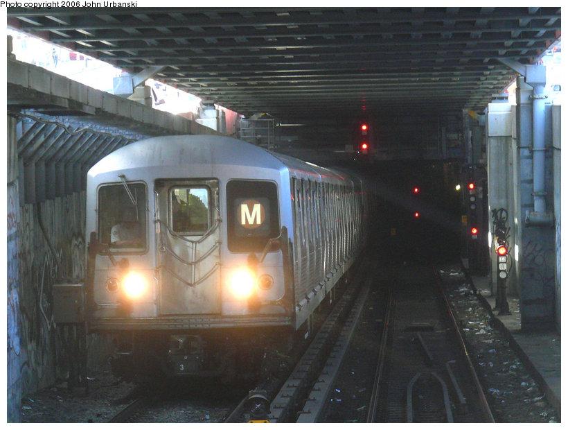 (140k, 820x620)<br><b>Country:</b> United States<br><b>City:</b> New York<br><b>System:</b> New York City Transit<br><b>Line:</b> BMT Nassau Street/Jamaica Line<br><b>Location:</b> Williamsburg Bridge<br><b>Route:</b> M<br><b>Car:</b> R-42 (St. Louis, 1969-1970)   <br><b>Photo by:</b> John Urbanski<br><b>Date:</b> 10/26/2006<br><b>Notes:</b> Departing Essex St. onto the Williamsburg Bridge.<br><b>Viewed (this week/total):</b> 0 / 3755