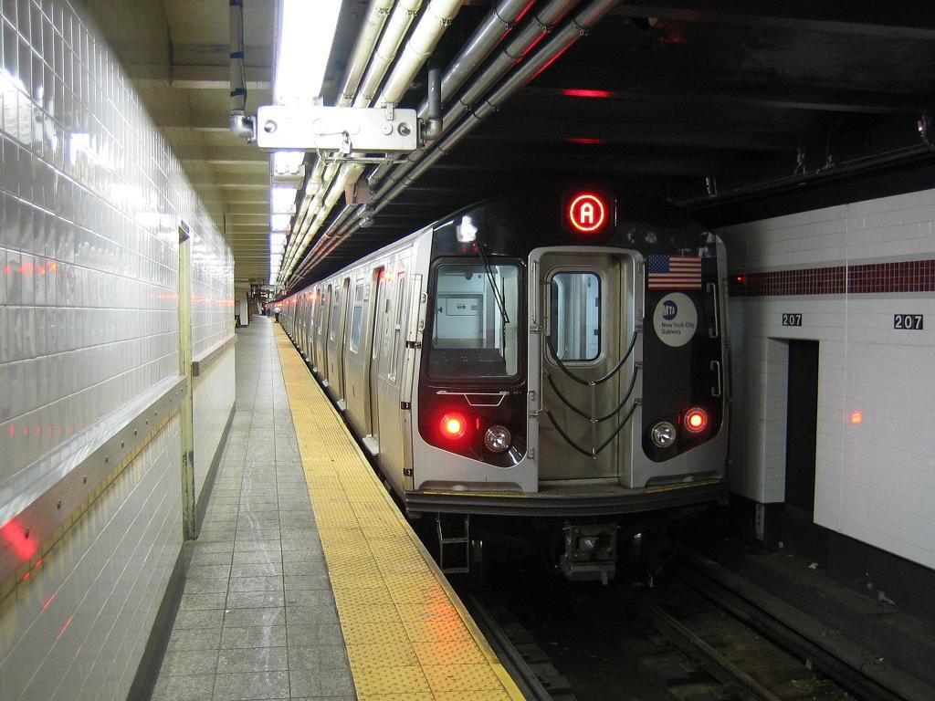 (124k, 1024x768)<br><b>Country:</b> United States<br><b>City:</b> New York<br><b>System:</b> New York City Transit<br><b>Line:</b> IND 8th Avenue Line<br><b>Location:</b> 207th Street<br><b>Route:</b> A<br><b>Car:</b> R-160A-2 (Alstom, 2005-2008, 5 car sets) 8653 <br><b>Photo by:</b> Michael Hodurski<br><b>Date:</b> 10/18/2006<br><b>Viewed (this week/total):</b> 4 / 4295